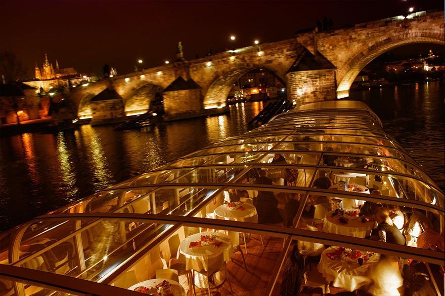 3hodinová plavba po Vltavě s večeří