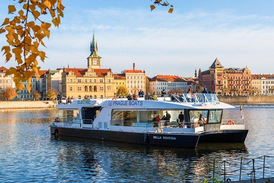 50minutová plavba ekologickou lodí po Vltavě