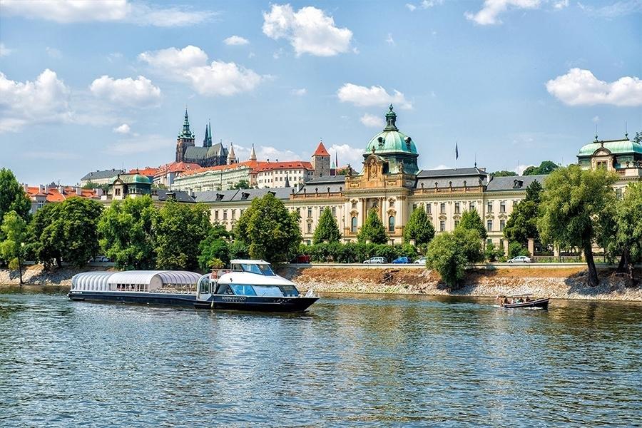 50minutová plavba lodí s proseccem po Vltavě