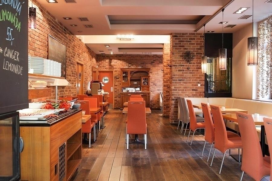 Bohatá hotelová snídaně pro 1 osobu v Praze