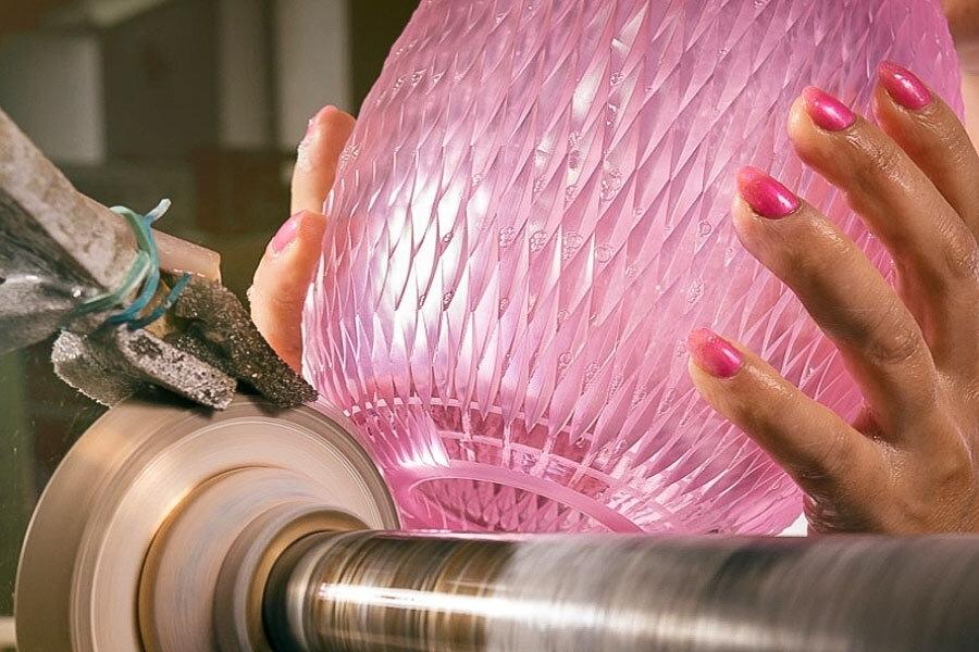Rodinná exkurze do sklárny s foukáním i broušením skla
