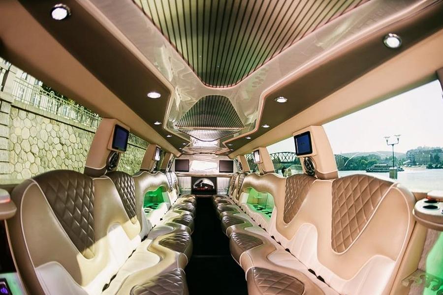 Pronájem limuzíny Cadillac Escalade na 1 nebo 2 hodiny