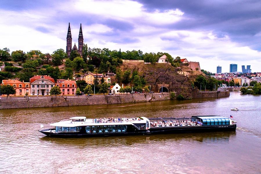 3hodinová plavba po Vltavě na prosklené lodi