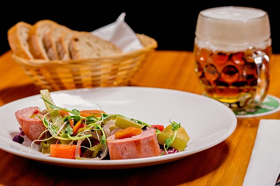 Voucher v hodnotě 1 000 Kč do restaurantu Salut v Praze